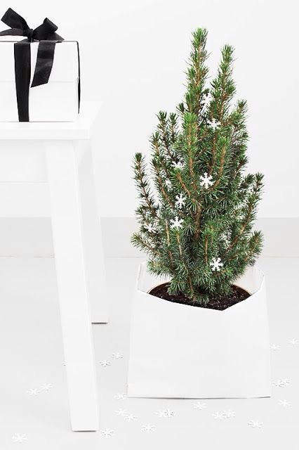 space-saving-christmas-trees-for-small-spaces-30