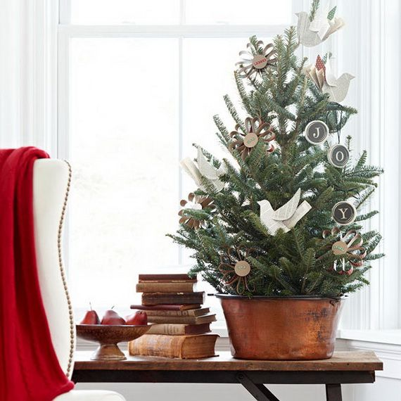 space-saving-christmas-trees-for-small-spaces-36