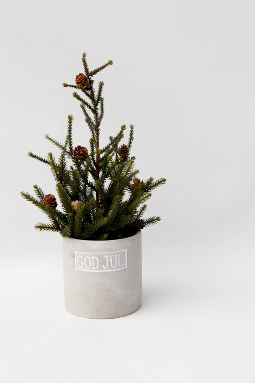 space-saving-christmas-trees-for-small-spaces-5