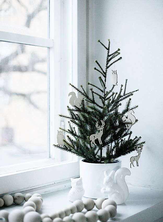 space-saving-christmas-trees-for-small-spaces-8