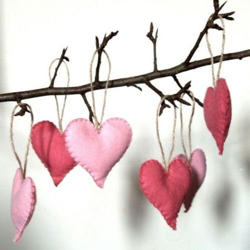fun-pink-valentines-day-decor-ideas-26