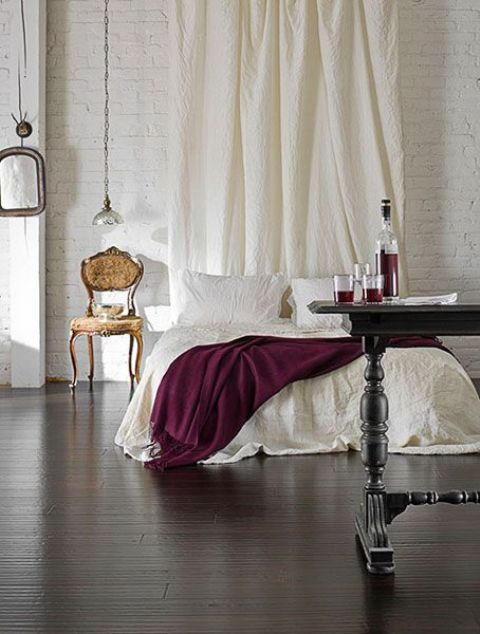 how-to-decorate-your-bedroom-with-marsala-10