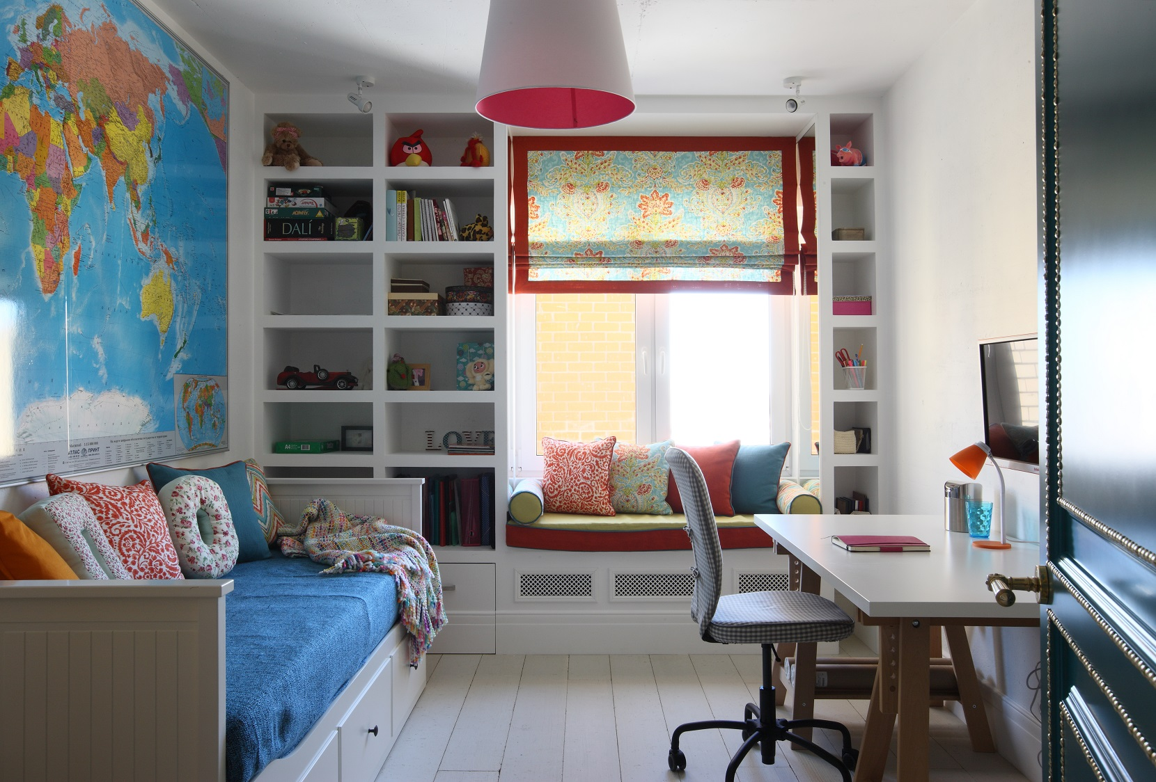 cheerful-and-colorful-apartment-for-the-newlyweds-13