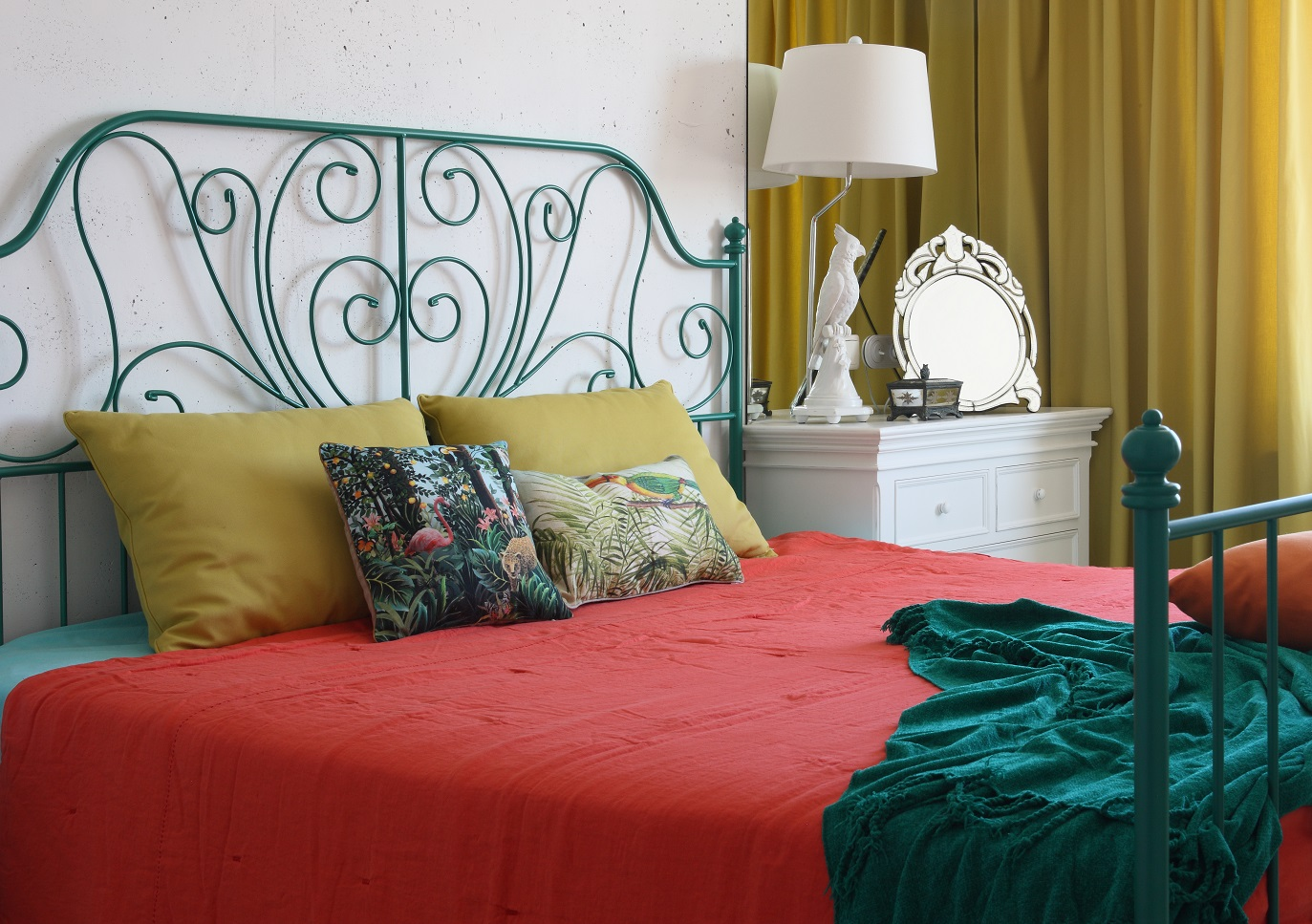 cheerful-and-colorful-apartment-for-the-newlyweds-2