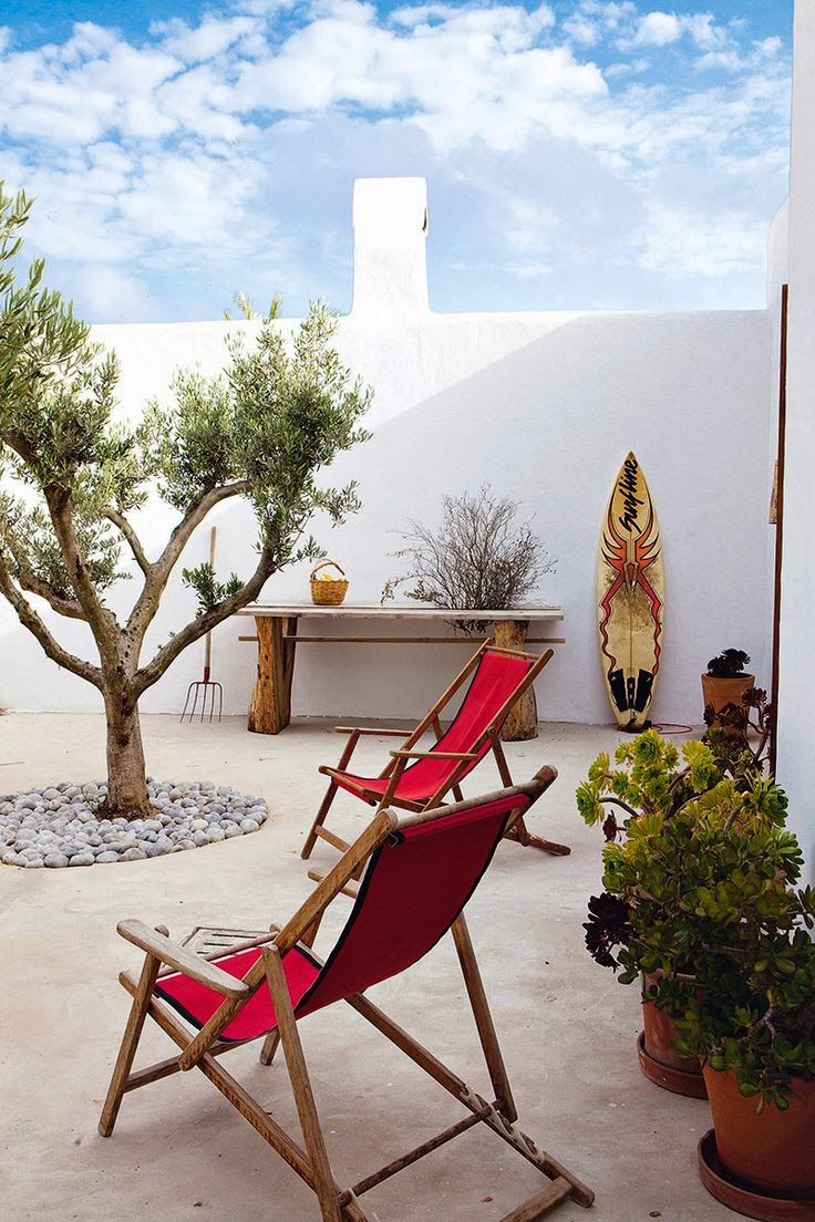 cheerful-rustic-ibiza-retreat-with-colorful-details-10
