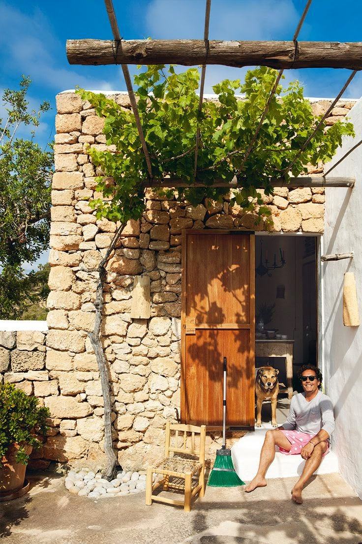 cheerful-rustic-ibiza-retreat-with-colorful-details-12