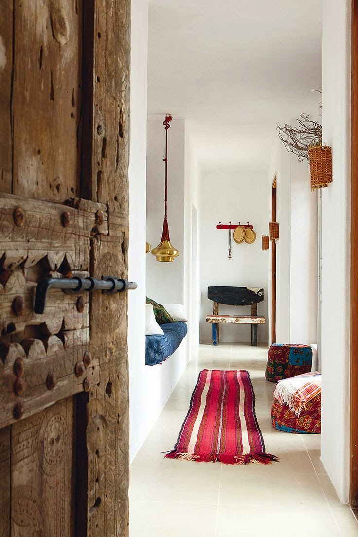 cheerful-rustic-ibiza-retreat-with-colorful-details-6