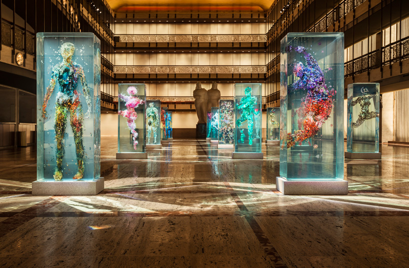 dustin-yellin-infills-lincoln-center-with-glass-dancers-for-the-NYC-ballet-designboom-103