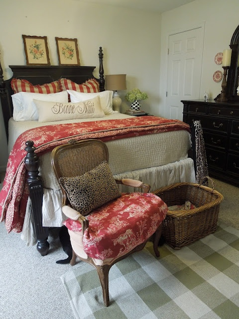 farmhouse-bedroom-design-ideas-that-inspire-21