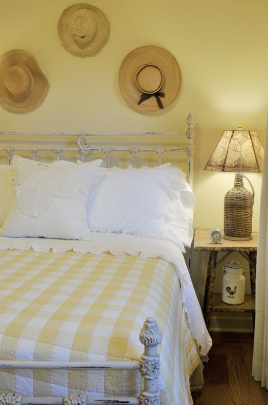 farmhouse-bedroom-design-ideas-that-inspire-30