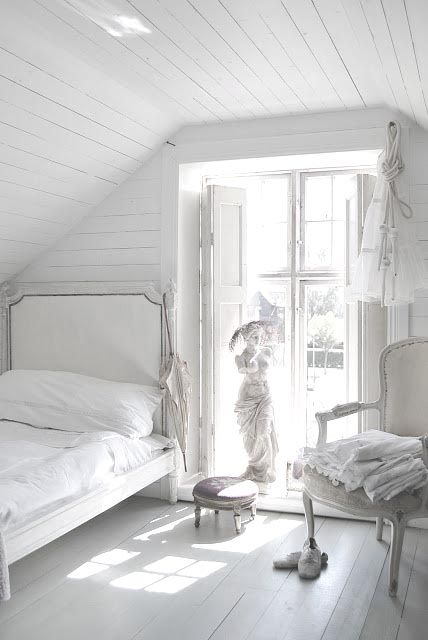 farmhouse-bedroom-design-ideas-that-inspire-38