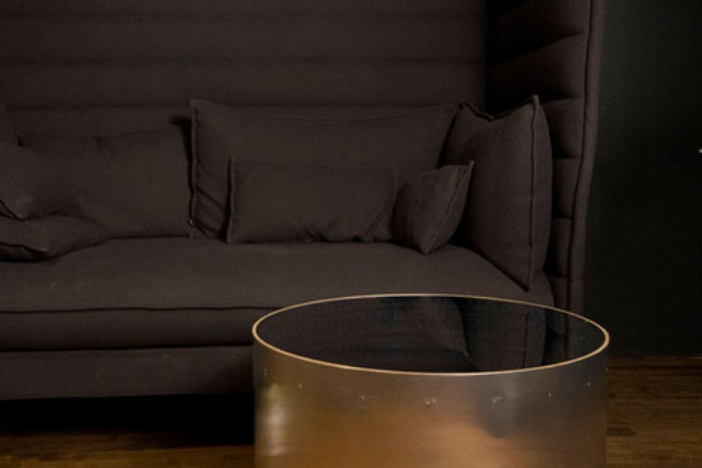 infinitum-table-with-a-led-optical-illusion-2