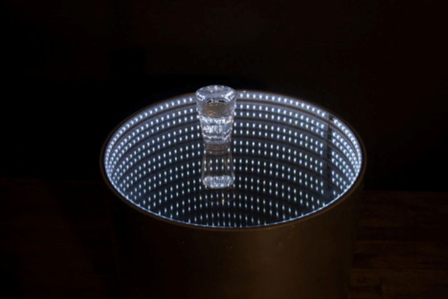 infinitum-table-with-a-led-optical-illusion-6
