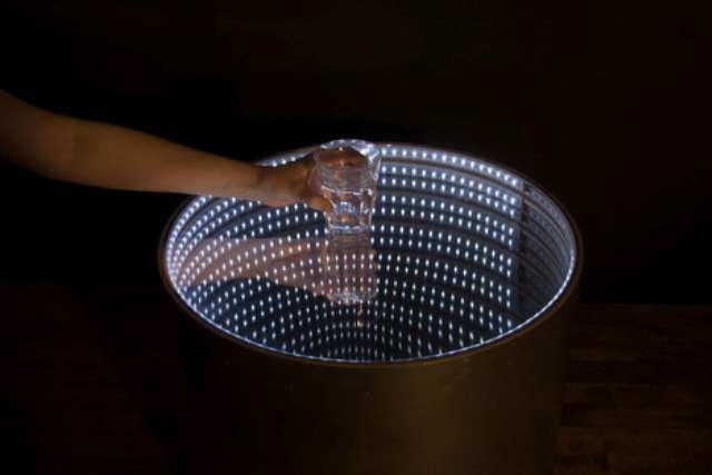 infinitum-table-with-a-led-optical-illusion-7