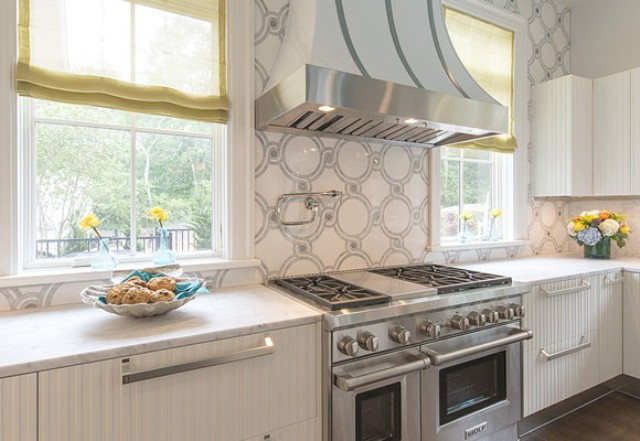 romantic-kitchen-design-with-turquoise-accents-4