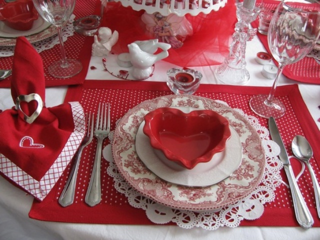 romantic-valentines-day-table-settings-23