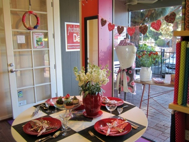 romantic-valentines-day-table-settings-35