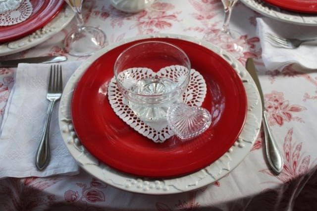 romantic-valentines-day-table-settings-36