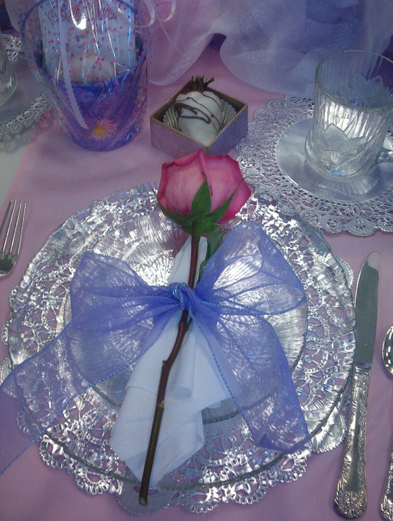 romantic-valentines-day-table-settings-45