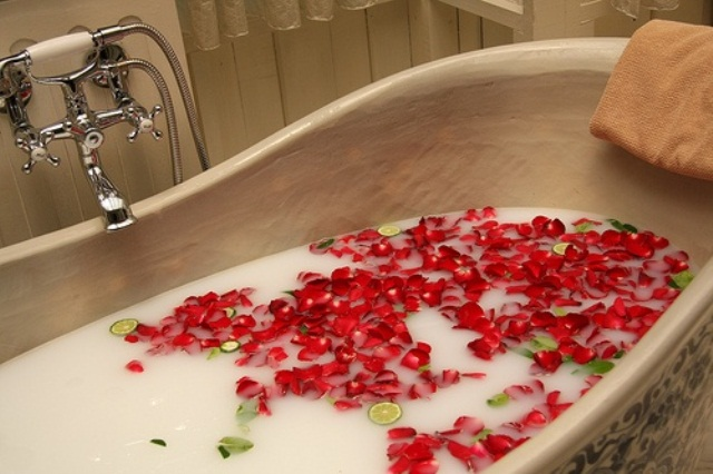 valentines-day-bathroom-decor-ideas-22