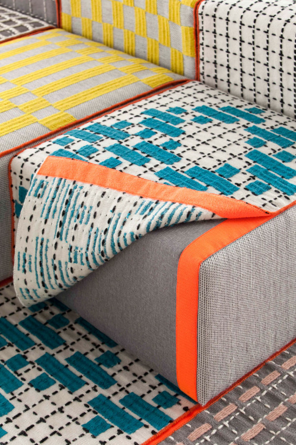 bandas-space-made-of-furniture-and-in-various-colors-9