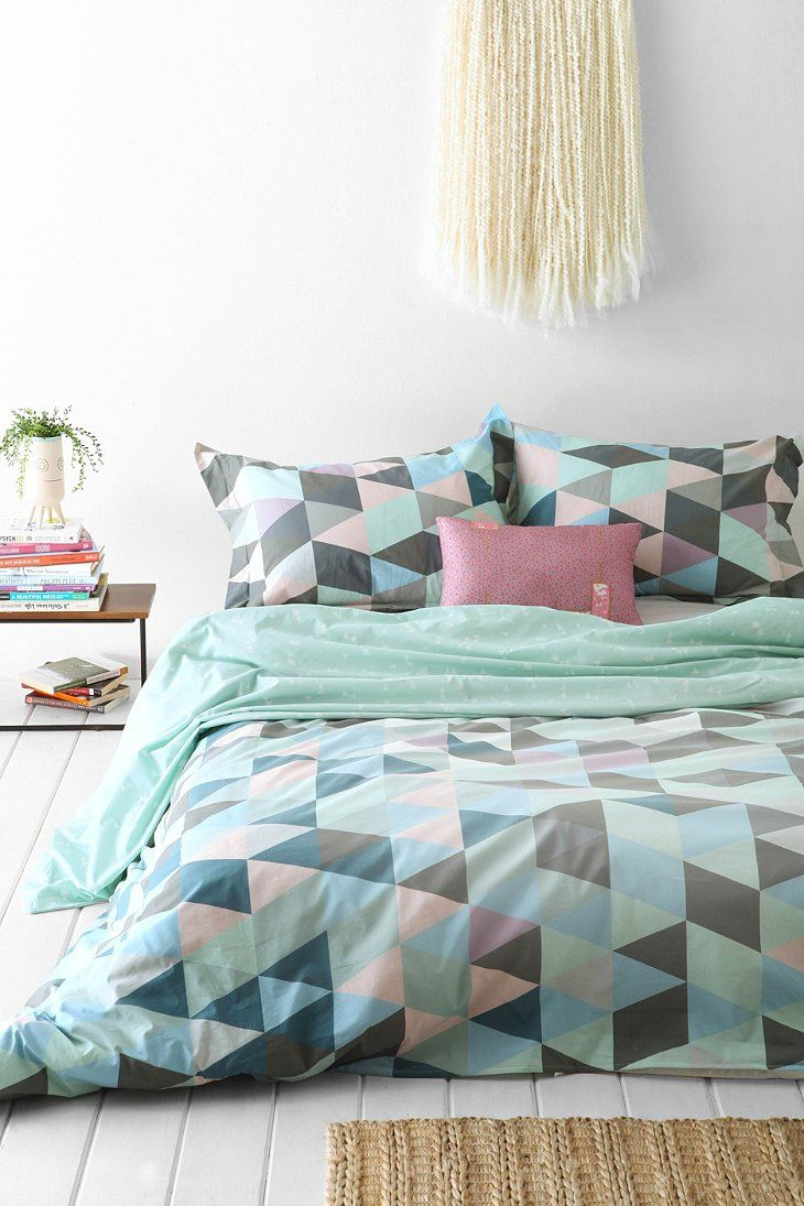 trendy-and-eye-catching-geometric-and-bedroom-decor-ideas-6