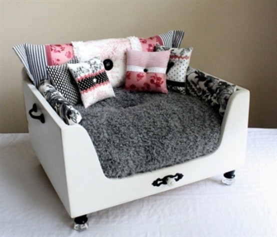 awesome-dog-beds-for-indoors-and-outdoors-14-554x475