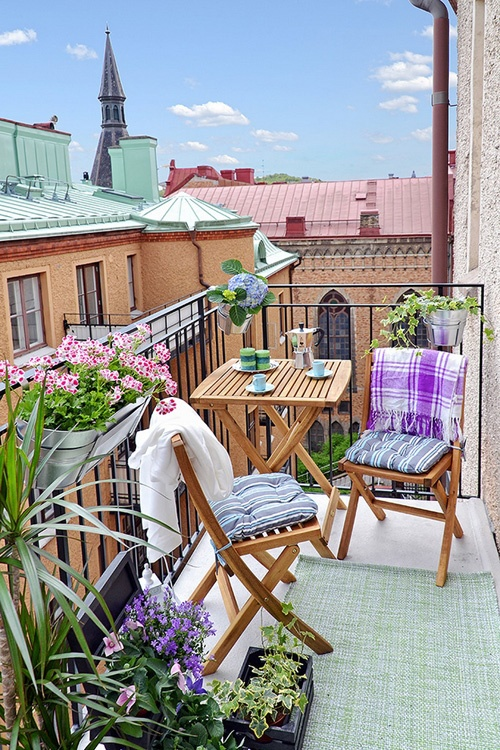 creative-yet-simple-summer-balcony-ideas-to-try-1