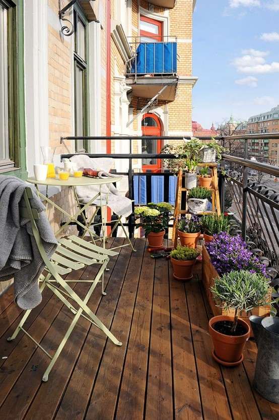 creative-yet-simple-summer-balcony-ideas-to-try-23-554x833