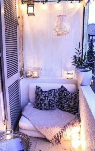 creative-yet-simple-summer-balcony-ideas-to-try-3