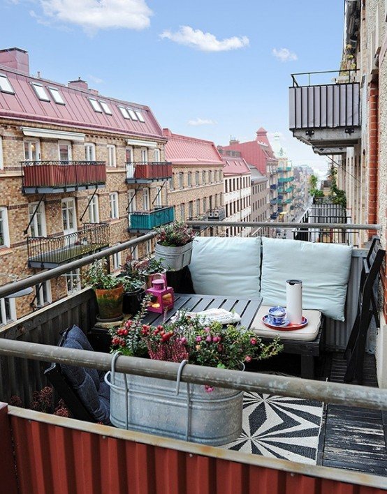creative-yet-simple-summer-balcony-ideas-to-try-30-554x708