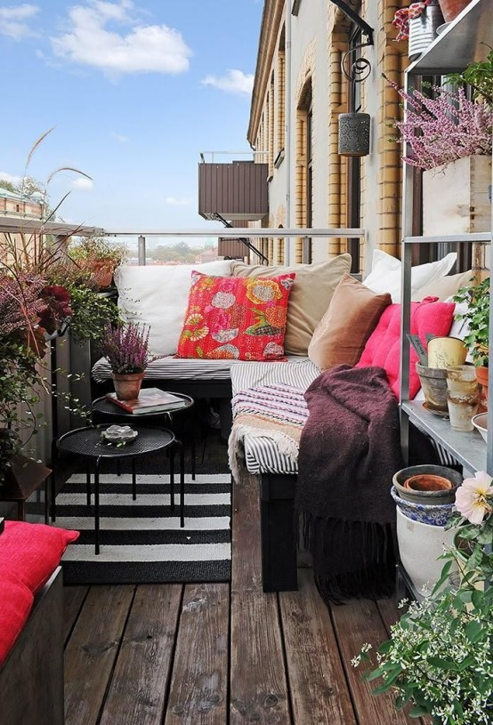creative-yet-simple-summer-balcony-ideas-to-try-7-554x815