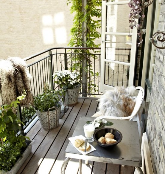 creative-yet-simple-summer-balcony-ideas-to-try-8-554x582