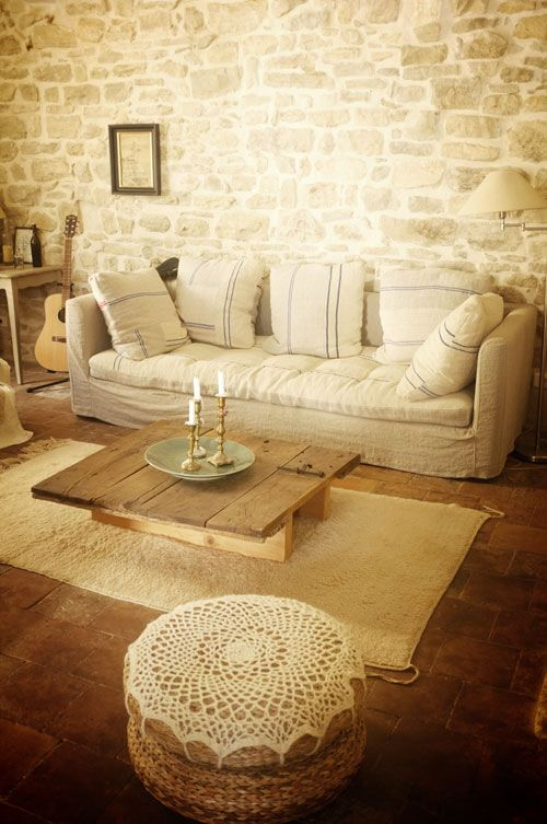 adorable-and-romantic-provence-living-rooms-9