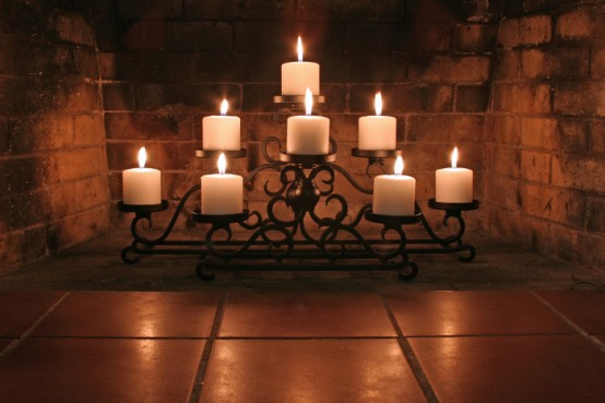 adorable-fireplace-candle-displays-for-any-interior-10-554x369