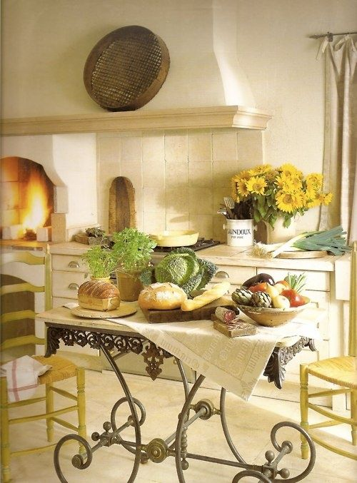 charming-provence-styled-kitchens-youll-never-want-to-leave-22