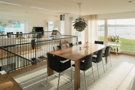 modern-swedish-waterfront-home-with-extensive-glazing-14-554x369