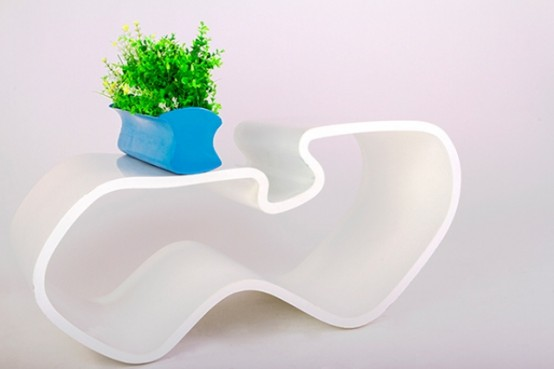 plame-coffee-table-inspired-by-female-body-curves-2-554x369