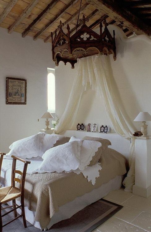romantic-and-beautiful-provence-bedroom-decor-ideas-10