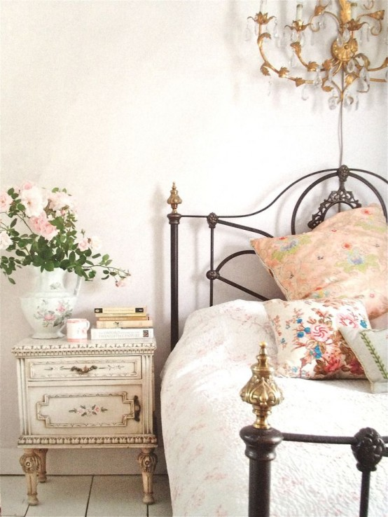 romantic-and-beautiful-provence-bedroom-decor-ideas-18-554x738