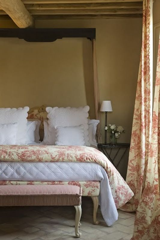 romantic-and-beautiful-provence-bedroom-decor-ideas-9