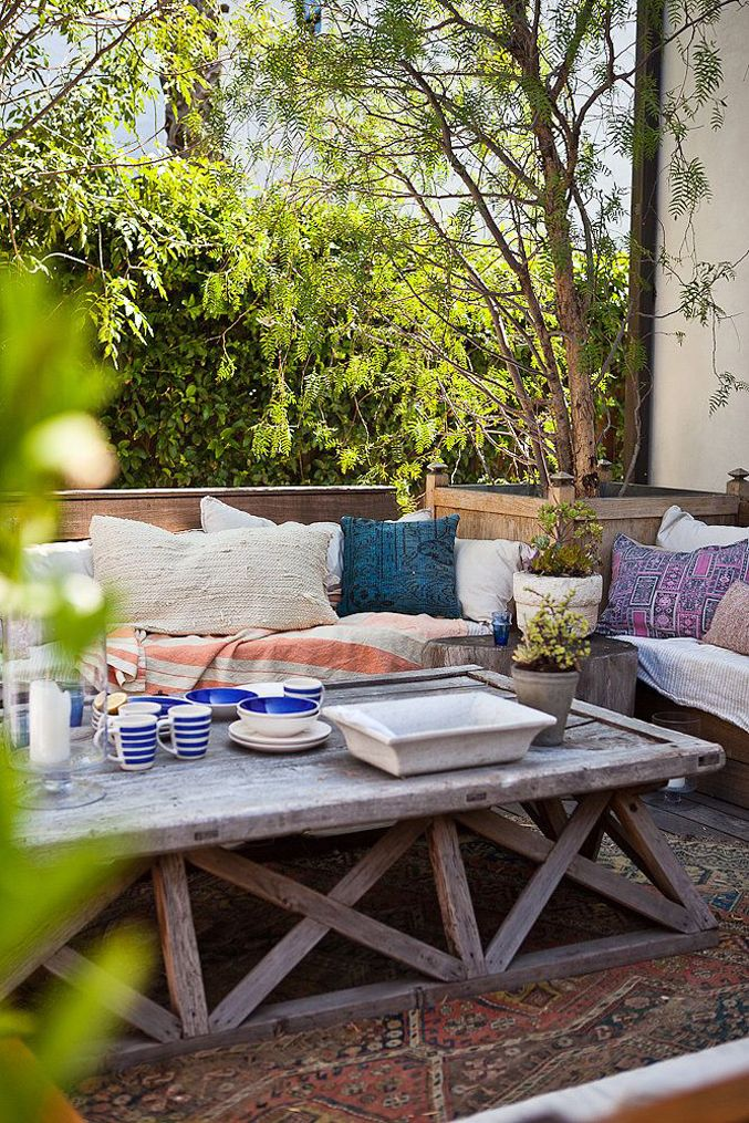 inviting-outdoor-dining-spaces-in-various-styles-28
