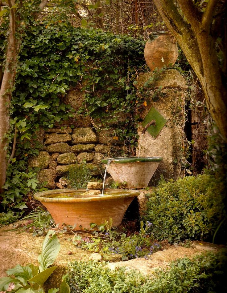 joyful-and-beautiful-backyard-and-garden-fountains-16