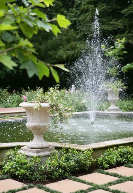 joyful-and-beautiful-backyard-and-garden-fountains-18