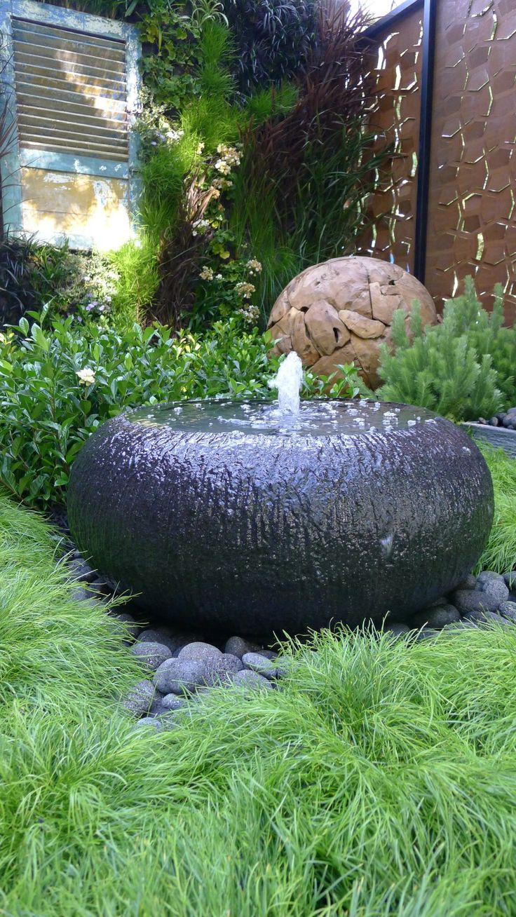 joyful-and-beautiful-backyard-and-garden-fountains-21
