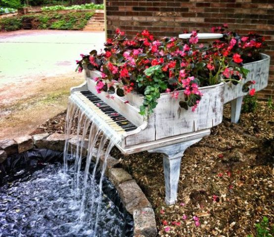 joyful-and-beautiful-backyard-and-garden-fountains-22