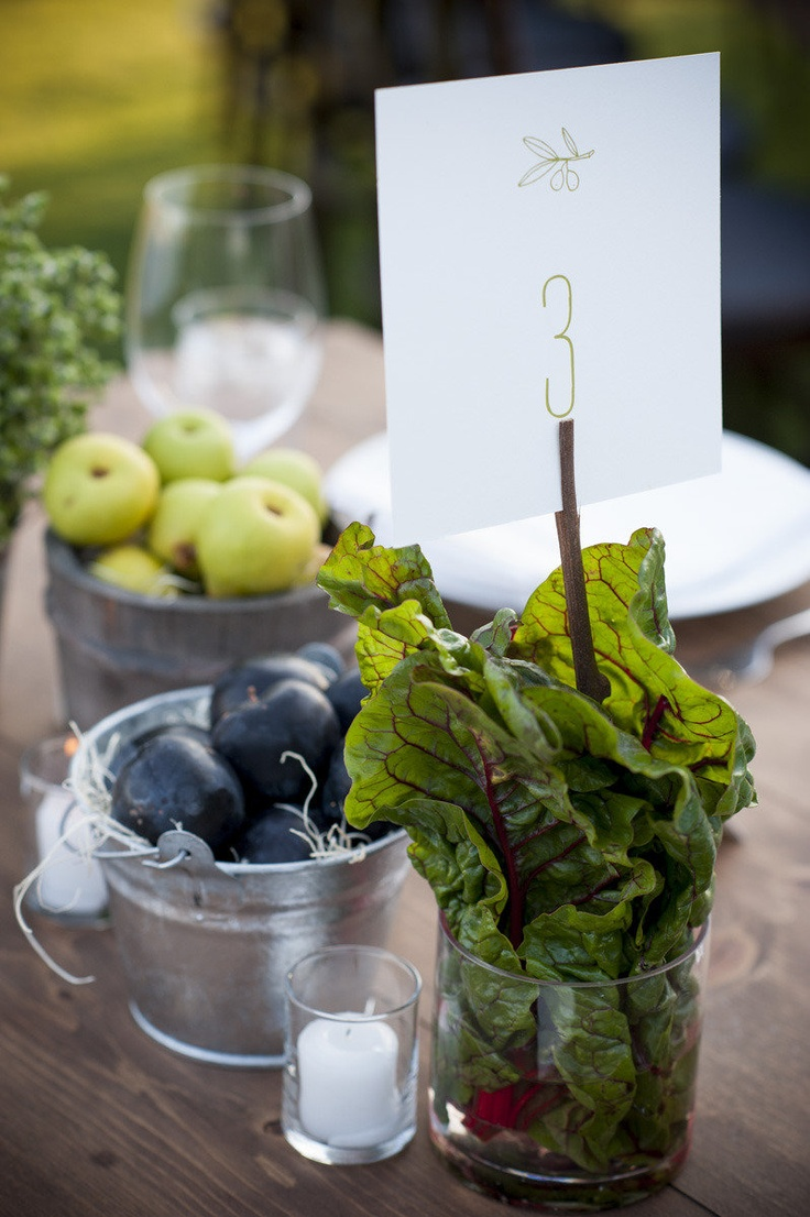 rustic-veggies-and-herbs-tablescape-ideas-30