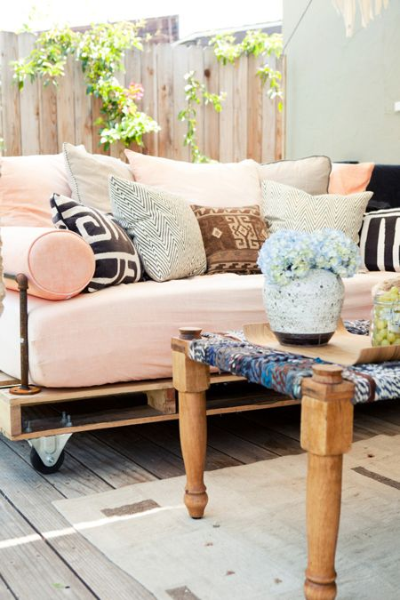 affectionate-peach-accents-in-home-decor-28