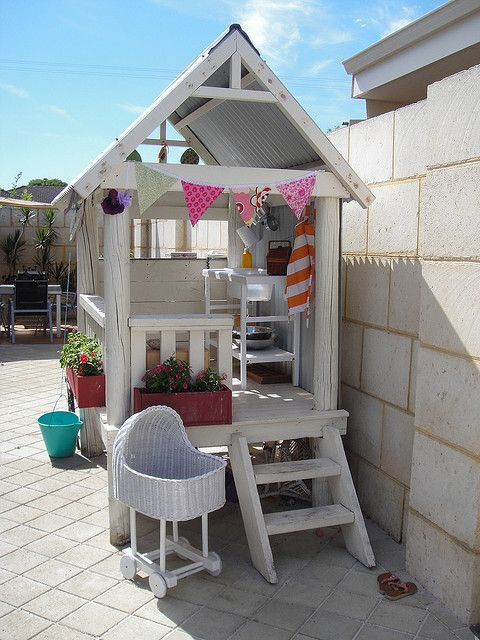 awesome-outdoor-kids-playhouses-to-build-this-summer-11