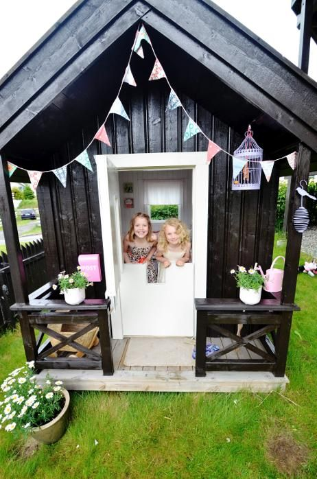 awesome-outdoor-kids-playhouses-to-build-this-summer-19